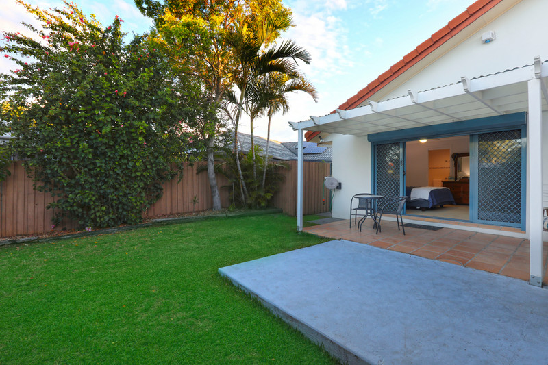 12 Welby Street, Broadbeach Waters Qld 4218